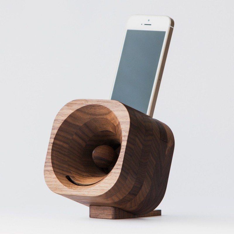 haut parleur design en bois pour smartphone et ipod trobla. Black Bedroom Furniture Sets. Home Design Ideas